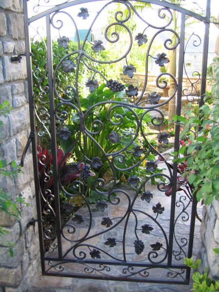 Gate designs garden iron gates for Ornamental garden design